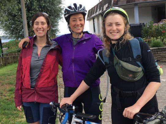 drei Fahrradfahrerinnen