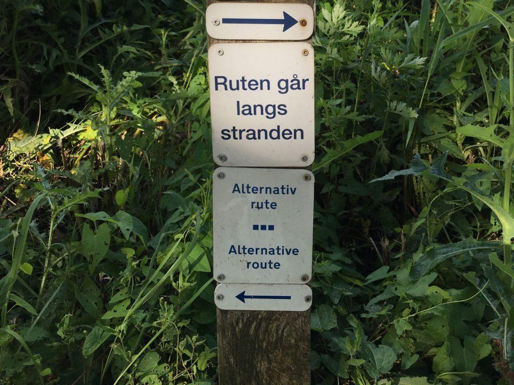 Schild mit Pfeilen links und rechts
