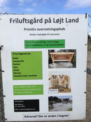Schild: Tiere auf dem Platz