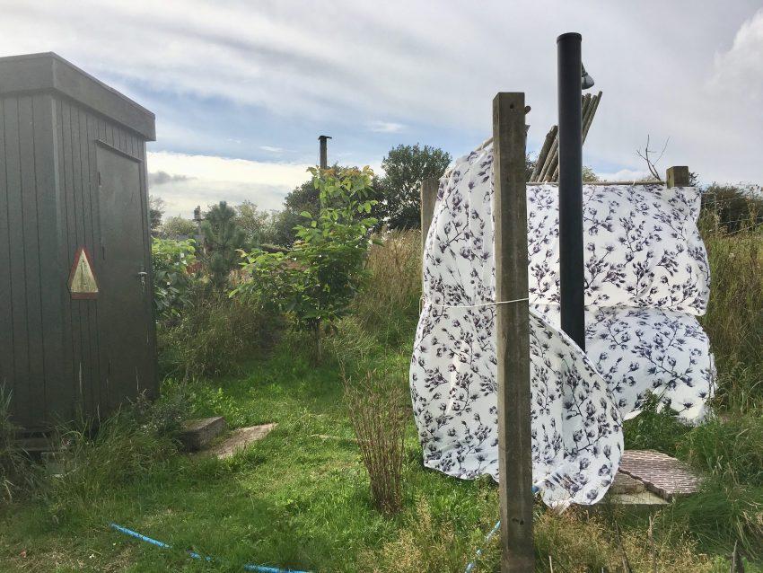 Draußendusche und WC