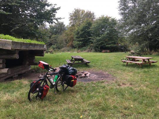 Hütte mit Reiserad
