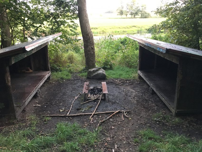 zwei alte Hütten