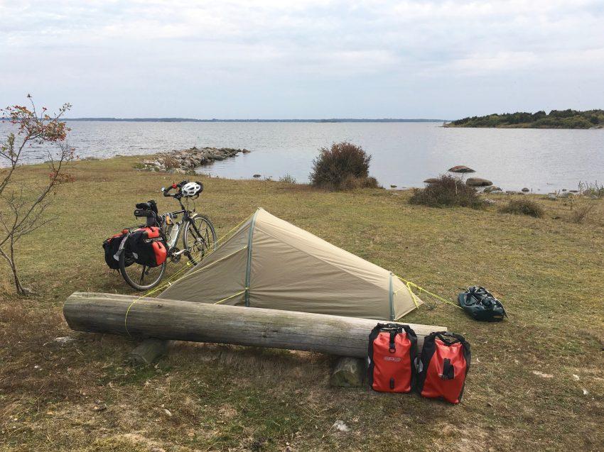 Zelt auf Landzunge