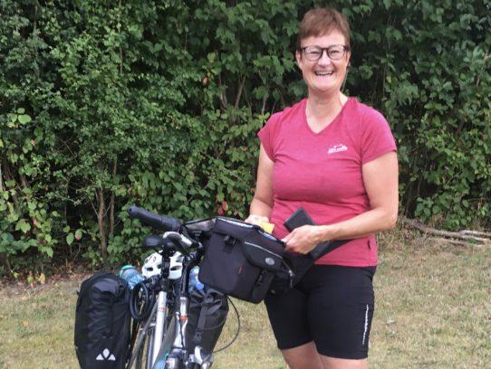 Frau mit Rad