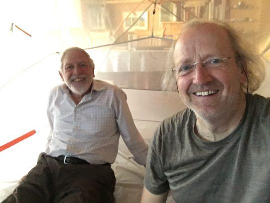 Zwei Männer im Zelt