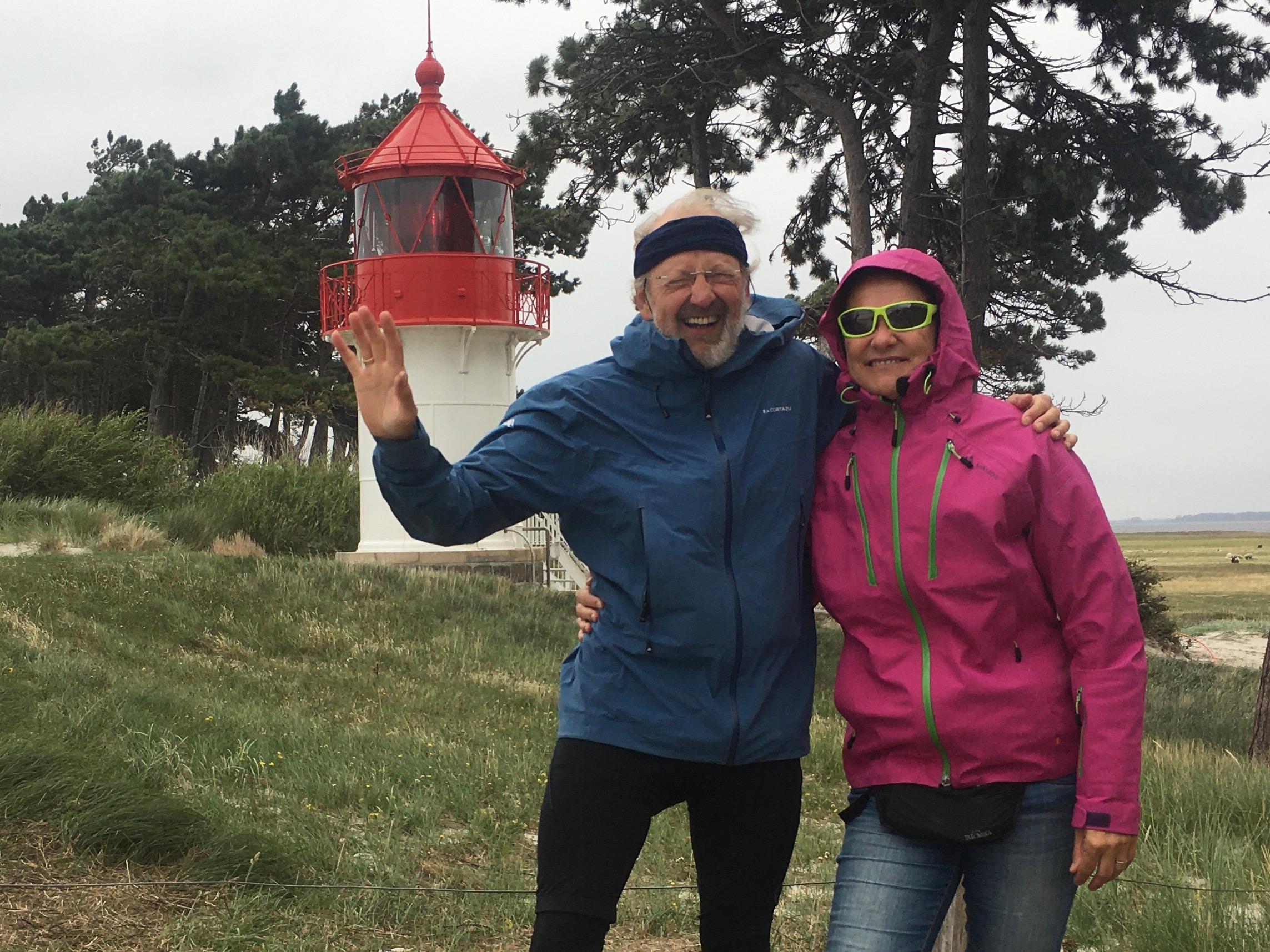 zwei vor Leuchtturm